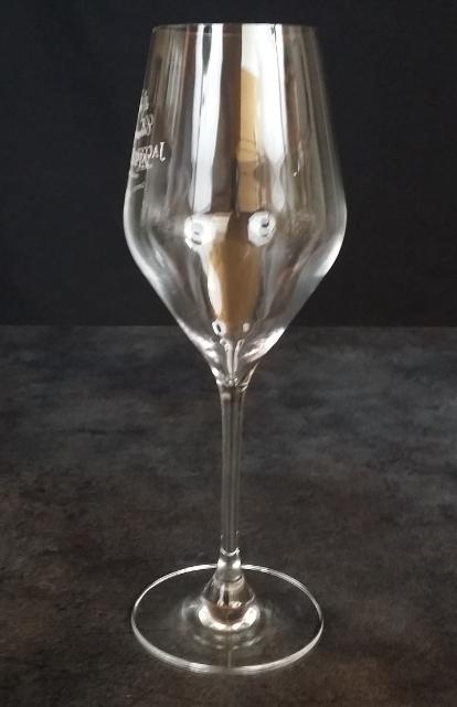 le verre champagne reflet des bulles. Black Bedroom Furniture Sets. Home Design Ideas